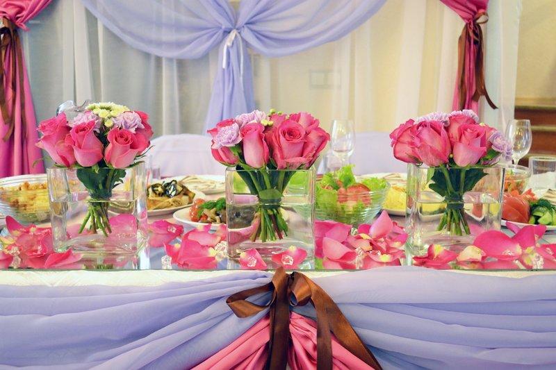 как украсить стол на день рождения в домашних условиях фото