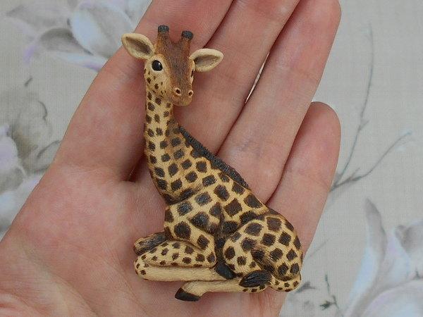сидящий жираф