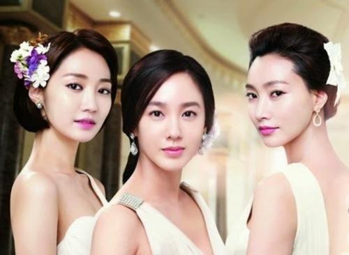 Корейский макияж в первую очередь предусматривает постоянное и пристальное внимание за большой состоянием и внешним видом кожи.