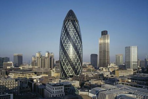St Mary Axe — 40-этажный небоскрёб в Лондоне. З