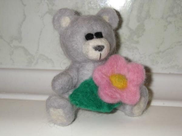 Мишка с цветочком