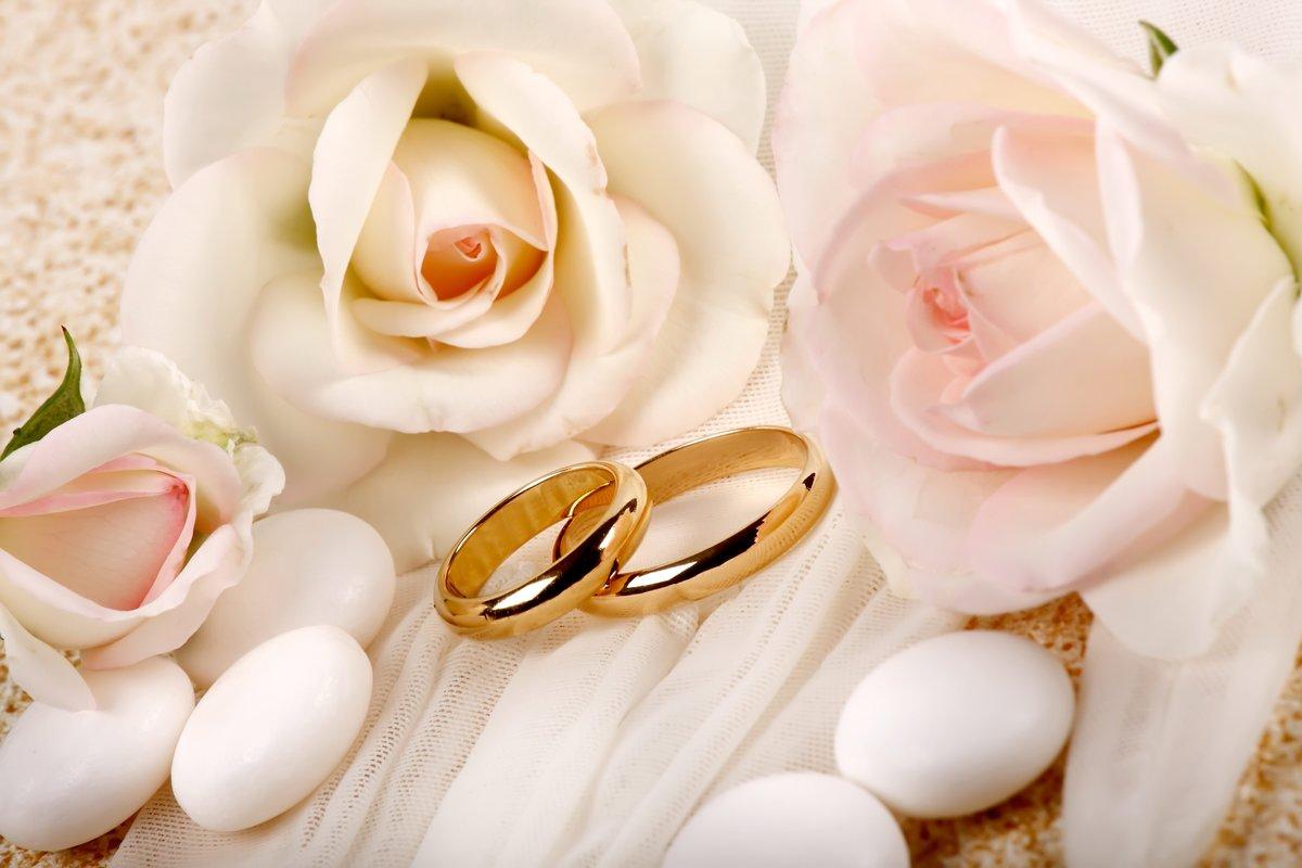 Поздравления, картинка с обручальными кольцами и цветами