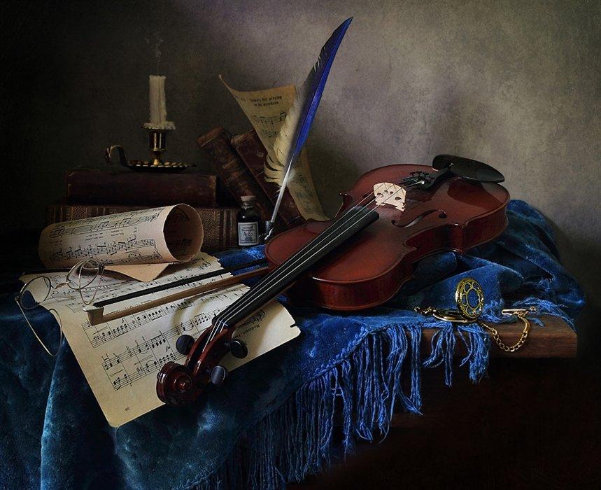 дает фото скрипки с нотами пышной