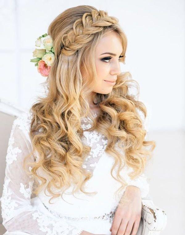 Укладка на длинные волосы с косой