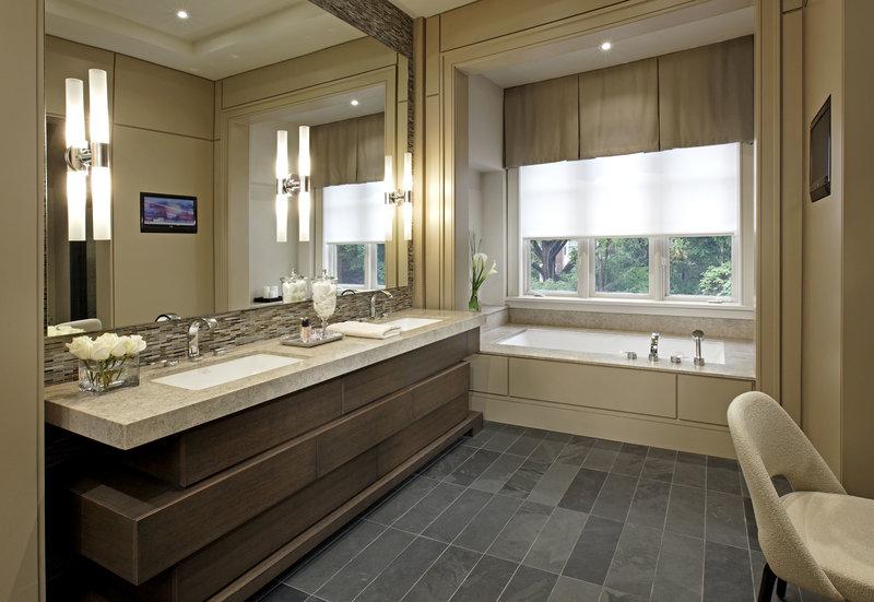 стильный интерьер ванной комнаты с окном фото 16339