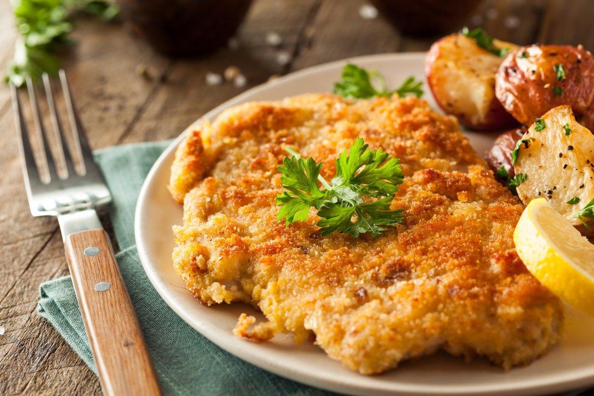 Шницель по-венски стал визитной карточкой австрийской кухни, копируется повсюду