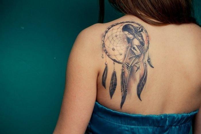 татуировки на спине женские фото: