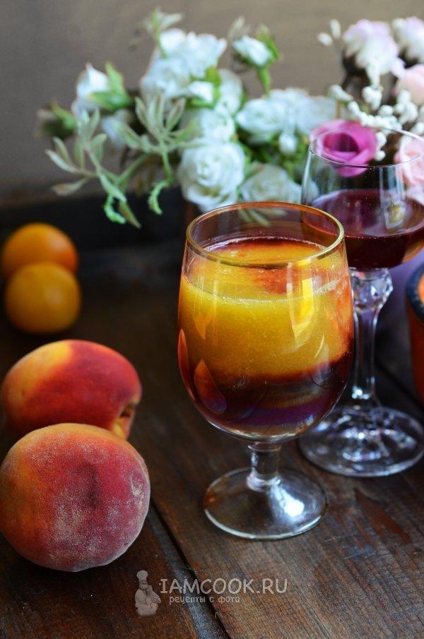 Фото персикового коктейля с красным вином