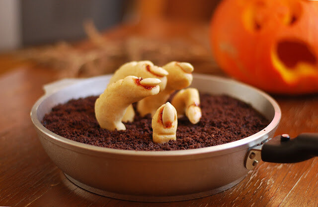 If in doubt, bake a cake!: Skillet-Baked Halloween Brownie !
