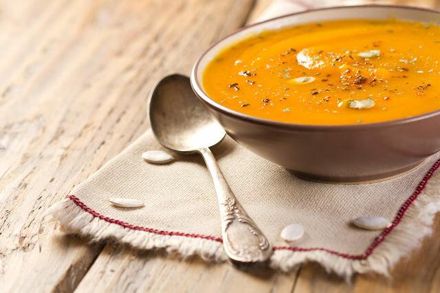 Овощные крем-супы могут включать любые ингредиенты, например, тыкву