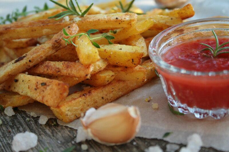Полезный картофель-фри с розмариновой солью