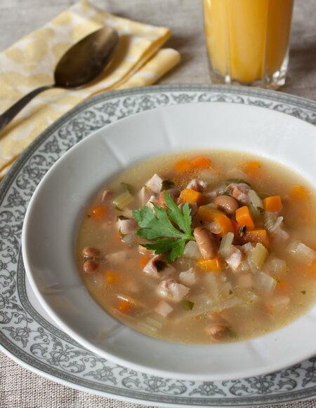 Суп из ветчины с фасолью - простые кулинарные рецепты с фото