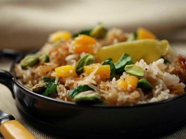 Вегетарианский пилав из риса басмати с курагой