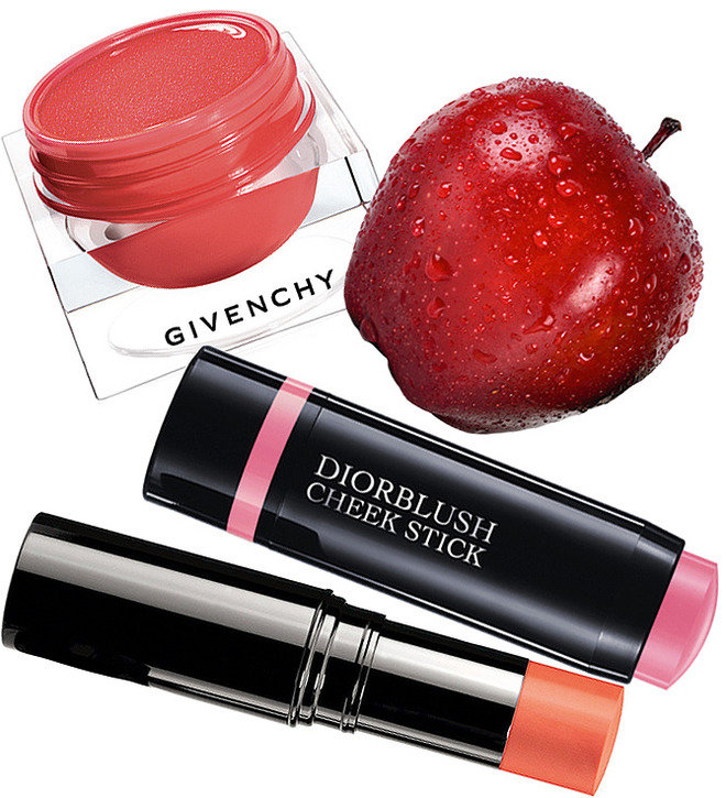 Гелевые румяна Blush Memoire de Forme от Givenchy, румяна-стик Les Beiges от Chanel и кремовые румяна Diorblush Cheek Stick от Dior