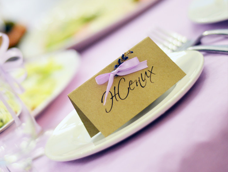Свадьба в стиле Прованс, карточки рассадки с лавандой