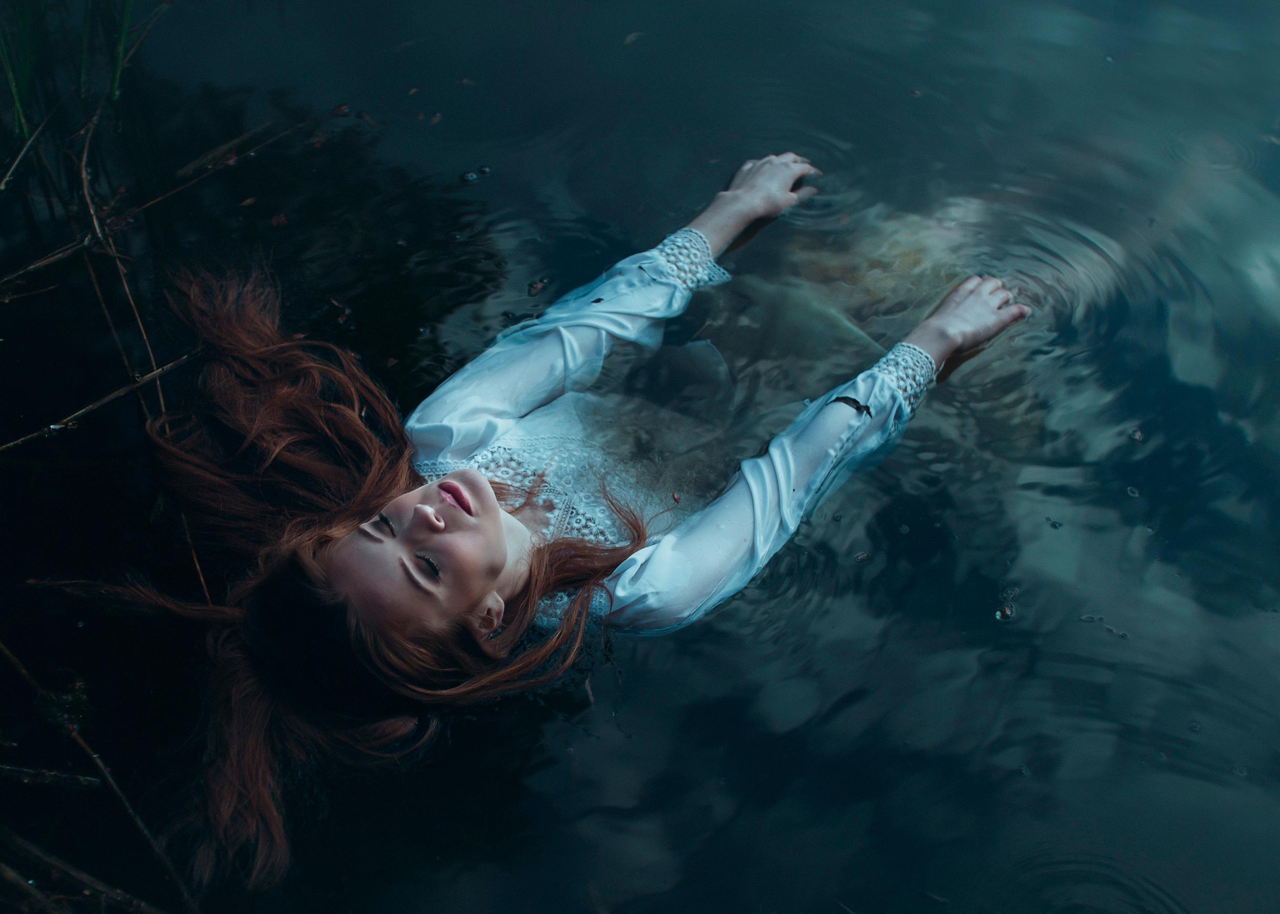 в воде фото девушка