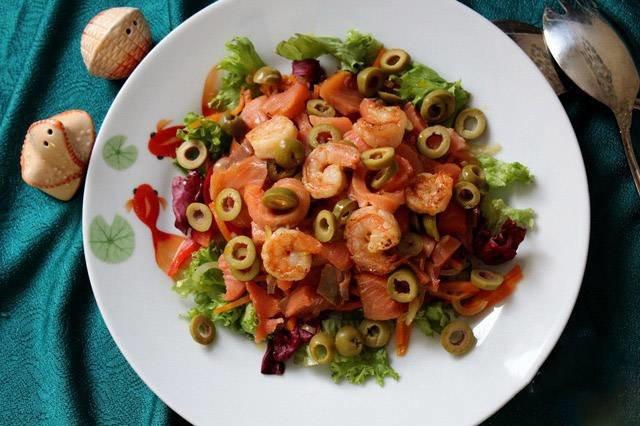 Салат из креветок с овощами с фото