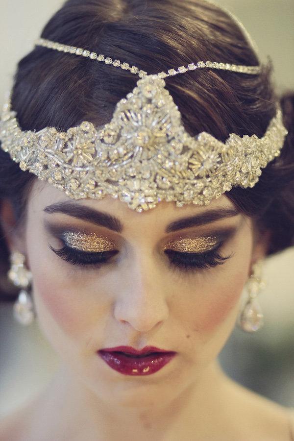 симпотичное украшение на голову и макияж в стиле гэтсби