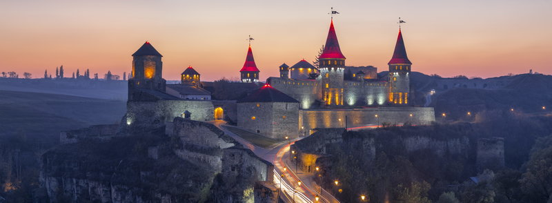 Замок Каменец-Подольский ночью