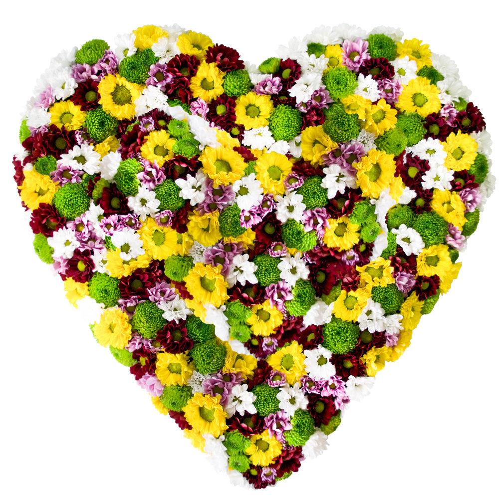 Открытка с сердцем из цветов, счастья картинки