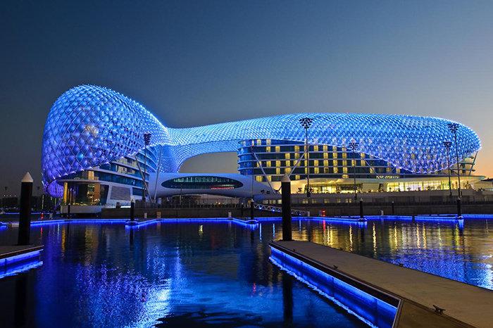 20 примеров самой выразительной архитектуры последних лет Отель Yas Viceroy в Абу-Даби