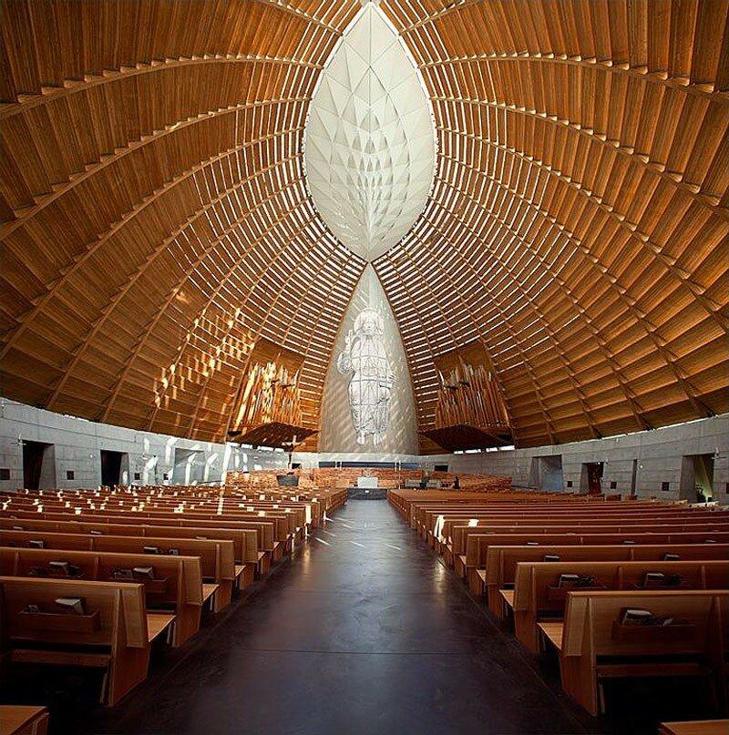 «Хрустальный» Собор Церковь Света от Света (англ. Cathedral of Christ the Light) — католический храм в городе Окленд, США.