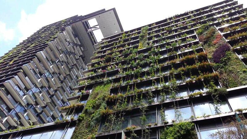 Этот проект One Central Park был разработан архитектором Жаном Нувелем совместно с инженером Патриком Бланом.