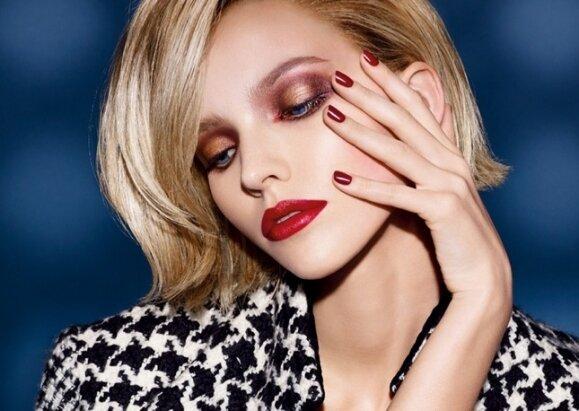 Русская топ-модель Саша Лусс примерила роковой образ для осенней рекламной кампании декоративной косметики Dior.