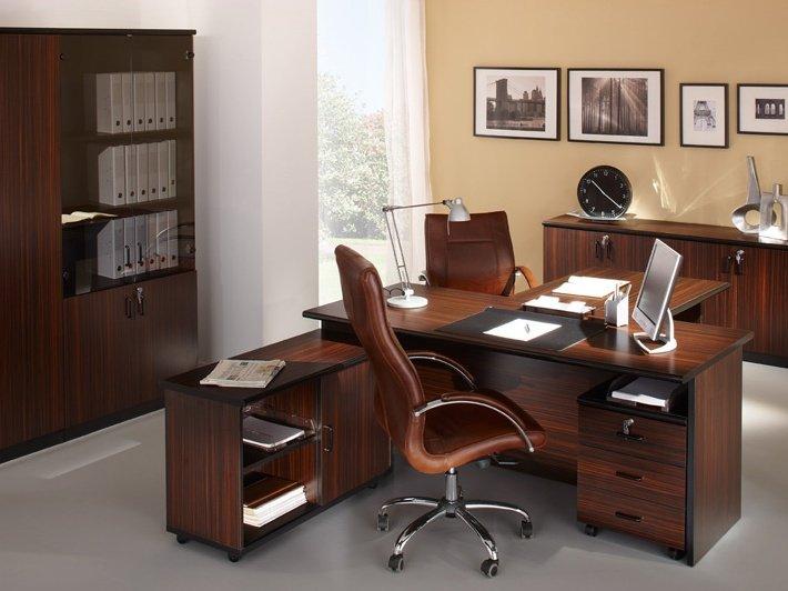 Функциональный стол, удобное кресло, книжный шкаф – это та мебель, которая обязательно должна занимать пространство домашнего кабинета.