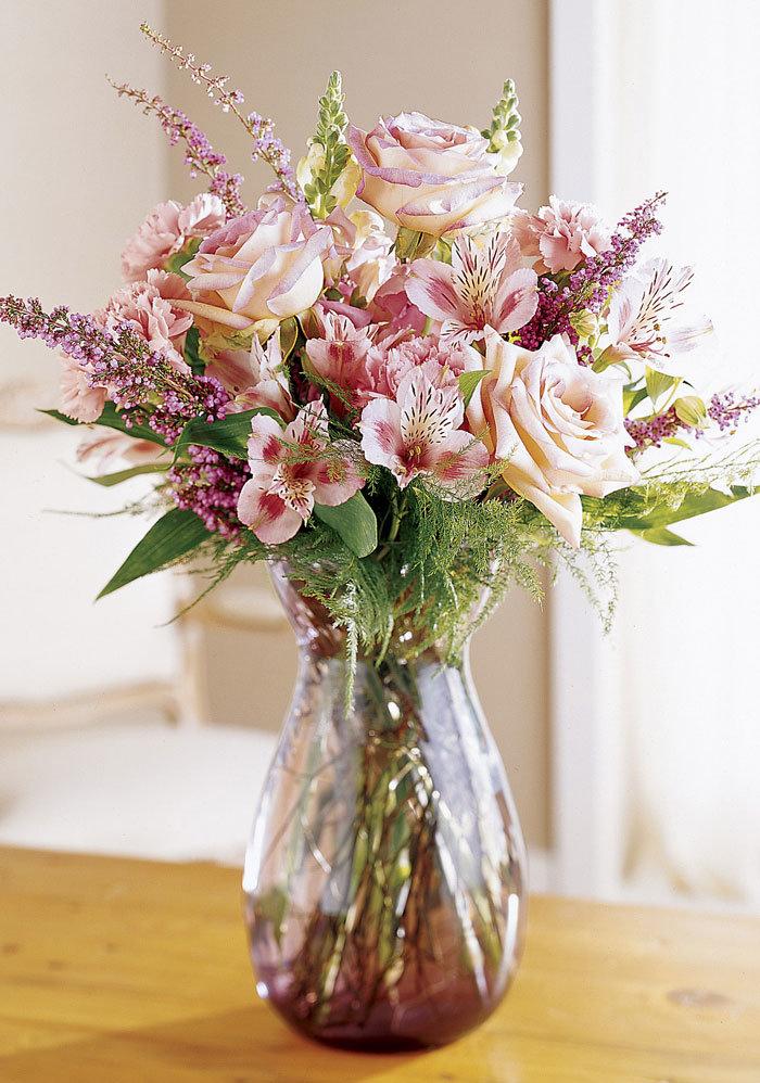 Прелестная картинка бледно-лилового букета очаровывает трогательной нежностью и чистотой