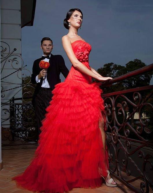 Свадебное красное платье
