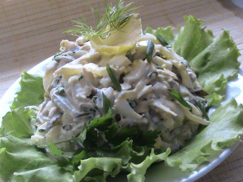 Рецепт салат с курицей, черносливом и грибами «Триумф»