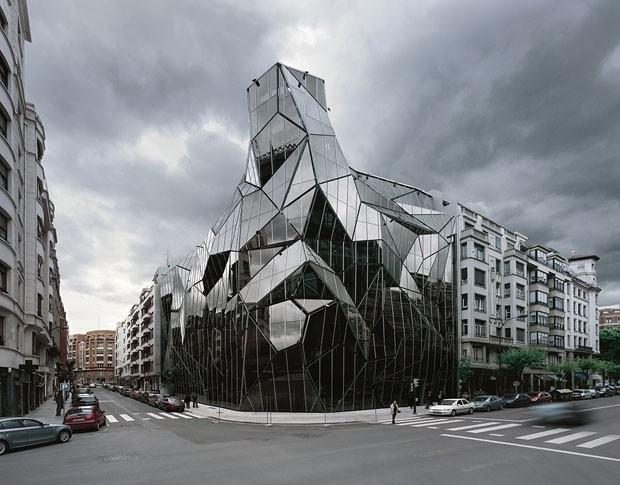 Штаб-квартира департамента здравоохранения басков (Бильбао, Испания, архитекторы Хуан Колл-Барро и Даниэль Гутьеррес Сарса) .