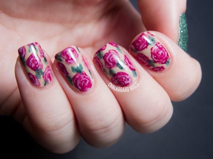 Маникюр с цветами - красивые розы на ногтях