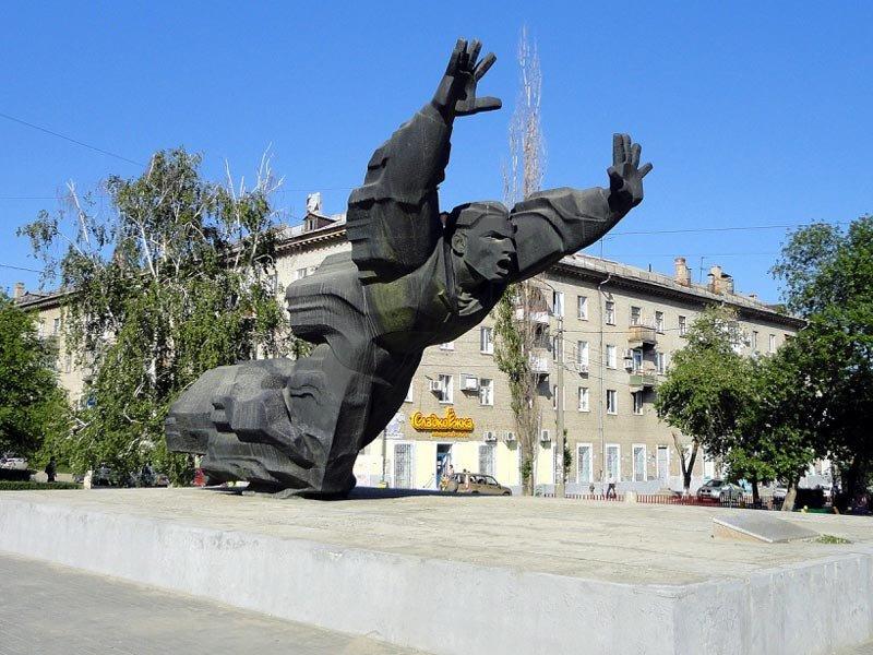 Памятники города волгограда фото памятники из красного гранита виде сердца