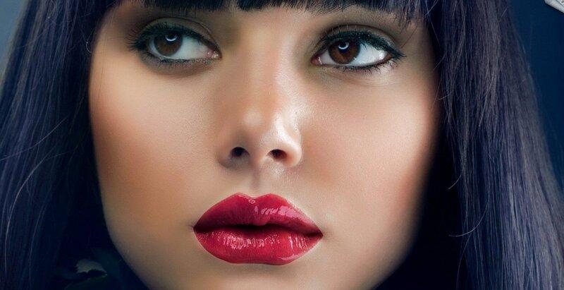 зимний макияж с яркой помадой