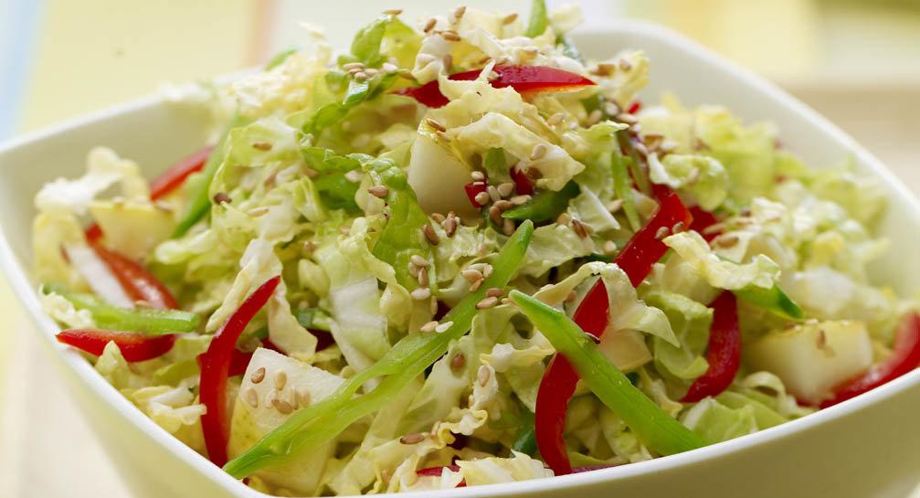 Много овощей, можно еще больше сделать, если семья не возмущается собираю в разъемную форму для выпечки, между слоями майонез с чесноком.