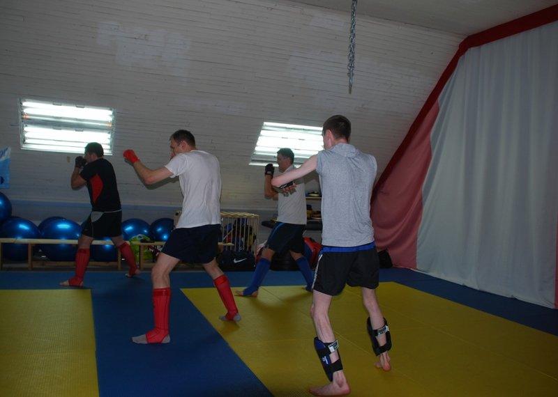 Кикбоксинг представляет собой гармоничный сплав классического английского бокса и каратэ.
