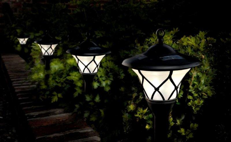 светильники в сад на солнечных батареях менее