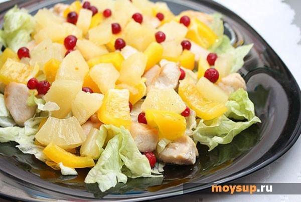 Салат из пекинской капусты, курицы и ананасов