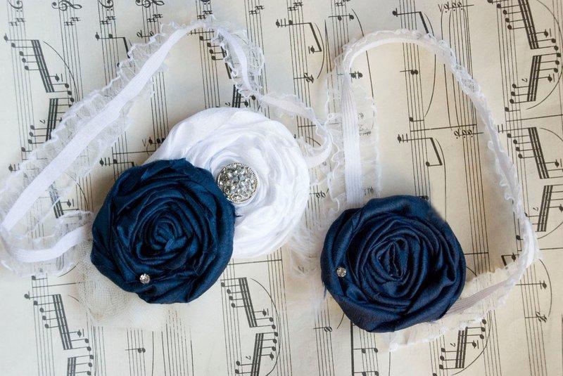 Вот бы свадьба получилась торжественной, но без лишней официальности. Пусть праздник выйдет оригинальным, но без лишней экстравагантности. В таком случае бело-синяя свадьба – ваш выбор! Свадьба в бело-синем цвете – это достоинство и одухотворенность.