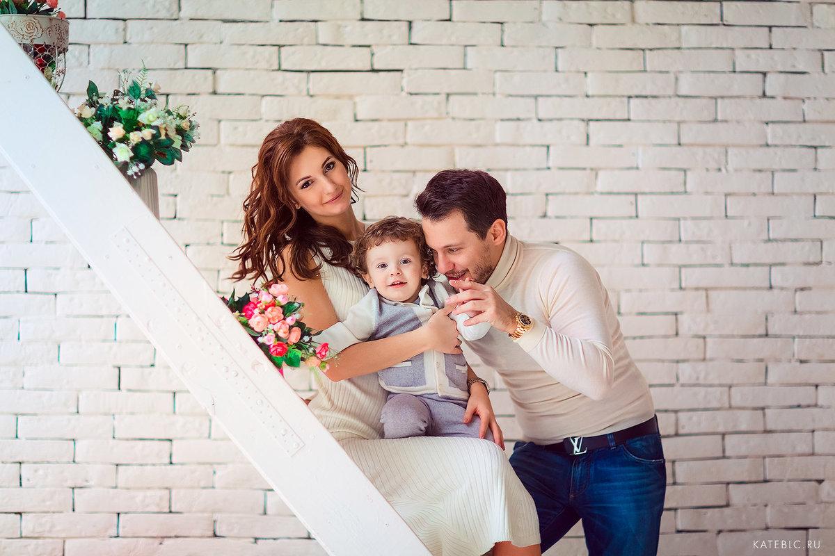 как поставить семью на фотосессию фасадных