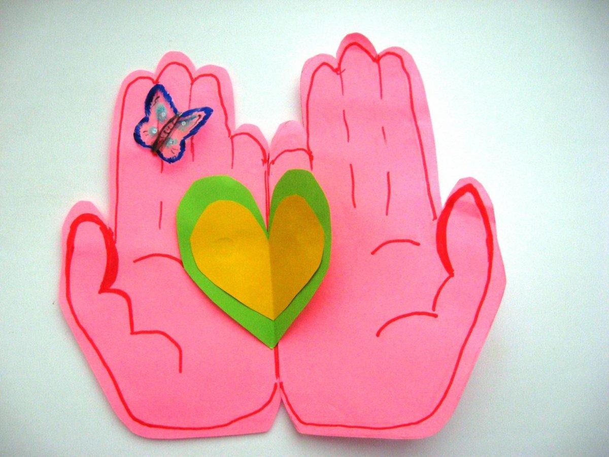 Цветами, открытка своими руками сердце ладошки