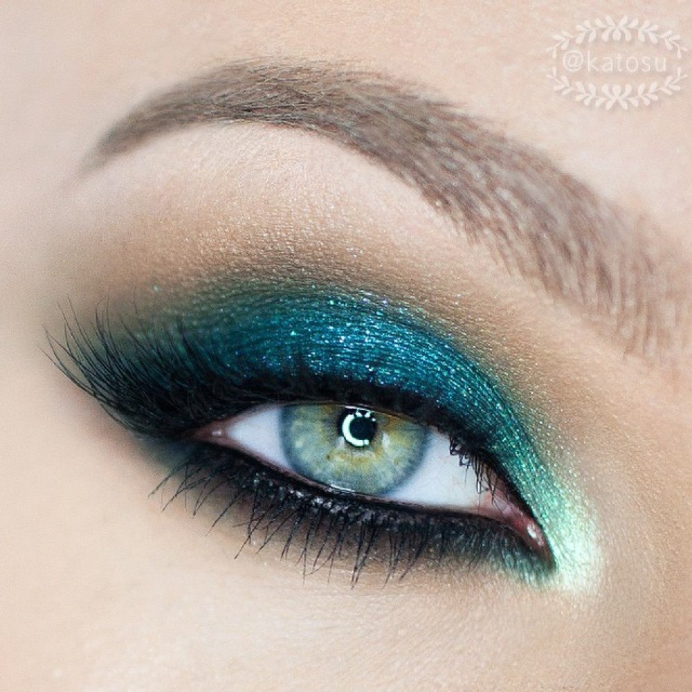 ярко зеленые глаза фото цвет морской волны размещаются длинном