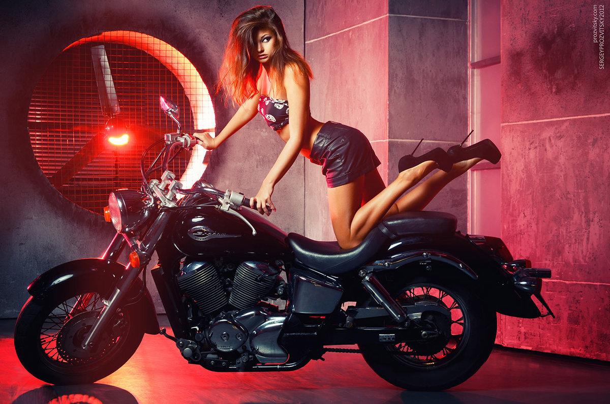 Фото девушек на байках, Прекрасные девушки на шикарных мотоциклах (80 фото) 14 фотография