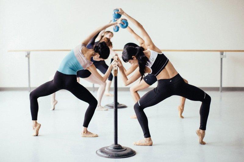 Владимир Снежик считает, что такая музыка позволяет сосредоточится на упражнении, почувствовать себя, свое тело.