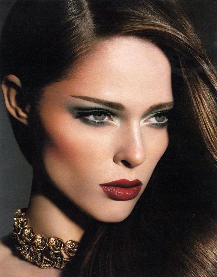 хозяйка сделала красивый макияж скул фото джек подобные заявления