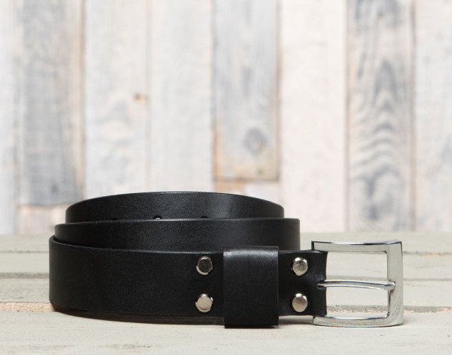 Классический брючный ремень Chaykovskiy идеально подойдет под брюки любой расцветки. Рекомендуем приобрести к черной обуви.