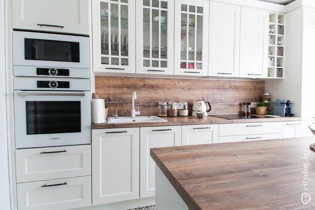 деревянный фартук на кухне в скандинавском стиле карточка