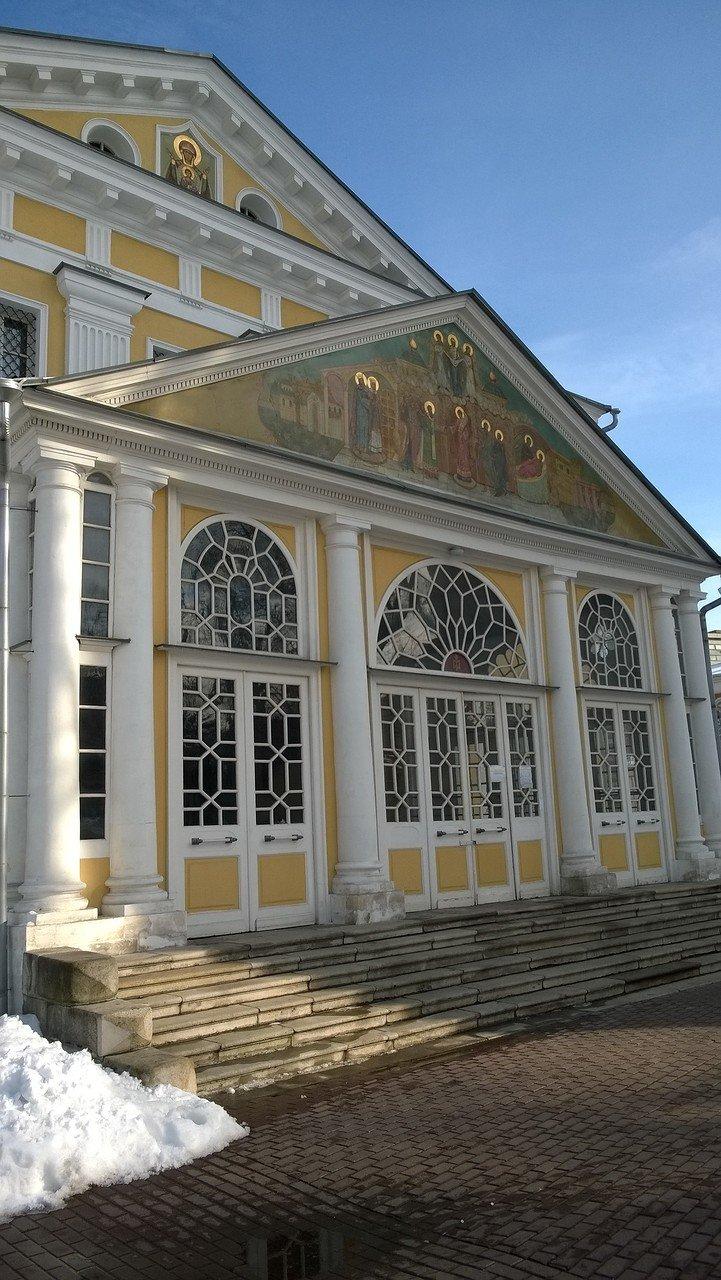 Вход в Покровский собор
